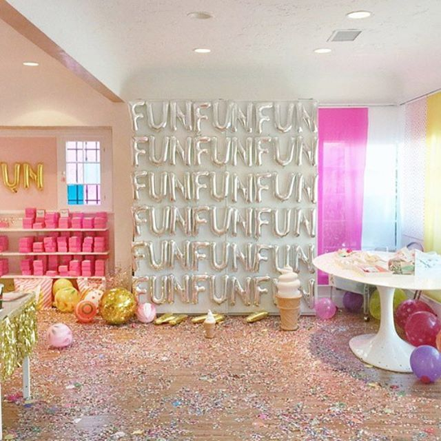 Fun! Fun! Fun! @shopbando knows how to throw a party. I love this brilliant backdrop made of letter balloons. Find them in the @ohhappydaypartyshop