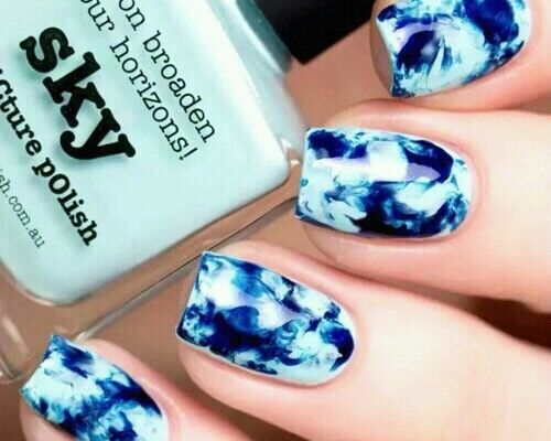 Capture the beach chic vibe of the ocean with this marble-watercolor inspired nail art.