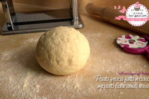 Pasta fresca fatta in casa – impasto base senza uova (219 calorie)