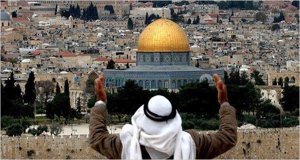 UNESCO: Tidak ada hubungan antara Al-Aqsa dan Yahudi  YERUSALEM (Arrahmah.com) - UNESCO pada Kamis (13/10/2016) melakukan pemungutan suara atas sebuah resolusi yang membantah adanya keterkaitan antara Yahudi dengan Masjid Al-Aqsa dan Tembok Al-Buraq di wilayah pendudukan Yerusalem sebagaimana dilansir MEMO.  Dua puluh empat negara anggota memilih mendukung resolusi tersebut enam menentang dan 26 negara abstain.  Usulan itu diajukan oleh Mesir Aljazair Maroko Lebanon Oman Qatar Sudan dan…