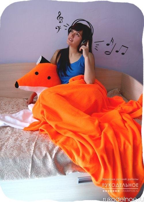 Очень мягкий, уютный комплект Лисья Нора от автора Самойленко Лариса. Комплект состоит из диванной подушки-игрушки в виде лисички и уютного тёплого пледа-хвостика. Плед крепится на кнопки к подушечке. Плед и подушка больших размеров, что очень практично. Это будет отличный подарок для ваших близких! Возьмите его с собой на дачу или в загородный дом, и он преобразит ваш интерьер! Ручная работа. Цена 3300 рублей. Заказать данную работу можно на портале Rukodelnoe.ru . Для этого перейдите по…