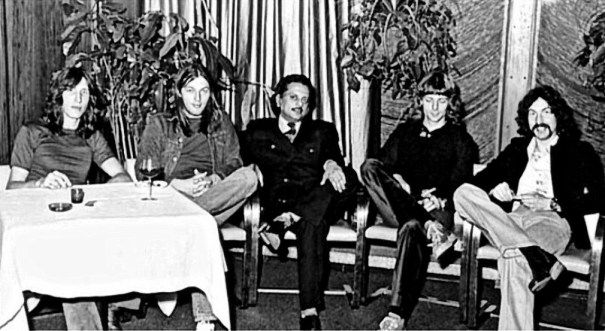 """19730317 - Pink Floyd, Steve O'Rourke, Bhaskar Menon & Stu Yahm @ a reception in their honour on the success of their U.S. tour and their """"Dark Side of the Moo…"""
