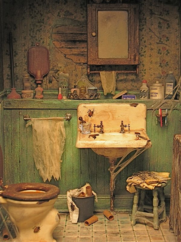1:12 scale grungy bathroom by Patricia Paul