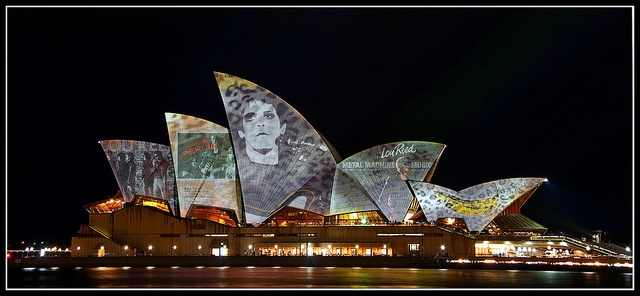 Vivid Sydney 2010 - Lighting the Sails - Lou Reed Tribute by Flickr user Stevpas68