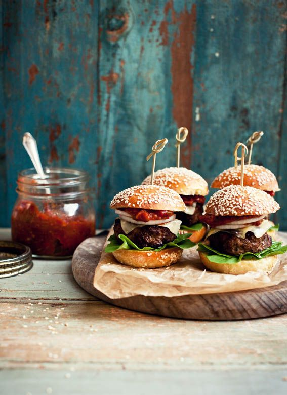 BEEF & PORK SLIDERS WITH BRIOCHE BUNS AND SPICY RELISH