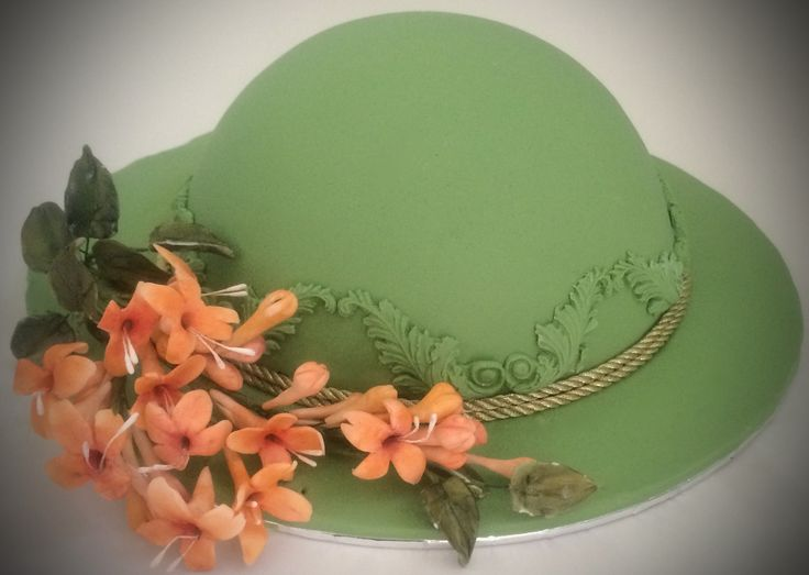 A dome cake with Flaming Trumpet flowers