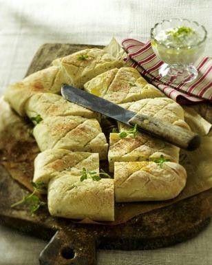 Kartoffelbrot vom Blech mit Oregano zu Kräuter-Schmand-Dip Rezept