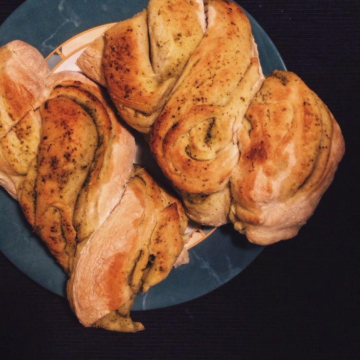 Хлеб с соусом песто. - Foodclub — кулинарные рецепты с пошаговыми фотографиями
