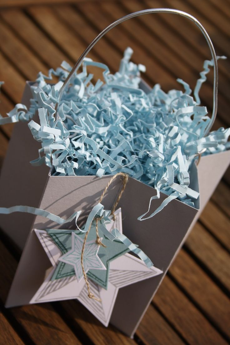 Using the Star Framelits die set to make this star box. How cool is this?