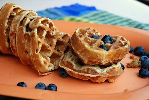 Banana Oatmeal Waffles! - 2 cups oatmeal - 1 ripe banana - 2 cups water (or almond milk) - 1 tsp vanilla - Sprinkle top with fresh blueberries for some serious YUM power!