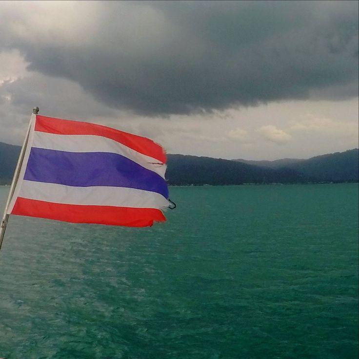ANG THONG TAILANDIA No todos los días son de sol en las costas tailandesas. Hay quien dice que llueve más en el Mar de Andamán que en el Golfo pero en nuestro caso ocurrió exactamente lo contrario! Alguna teoría?? #angthong #tailandia ======================= ======================= You dont get only sunny days at Thailand! They say it rains more at the Andaman sea than in the Gulf...it was exactly the opposite situation when we went!! Any theories?? #amazingthailand #visitthailand…