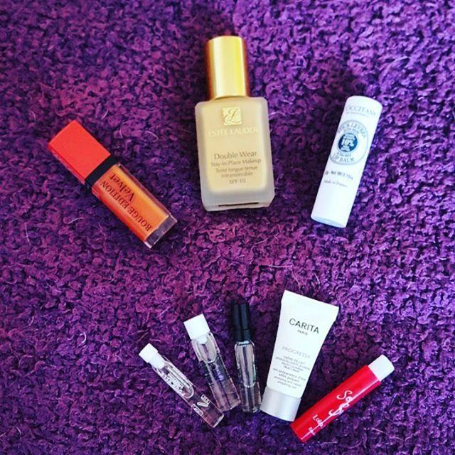 Après le vol de mon 1er colis par La Poste, @kalista_france m'en a renvoyé un 2ème, avec une générosité en échantillons ❤ !  Excellente réactivité du service client 👌 !  Je recommande ce site, nettement moins cher que sephora !  #kalistaparfums #kalista #esteelauder  #makeup