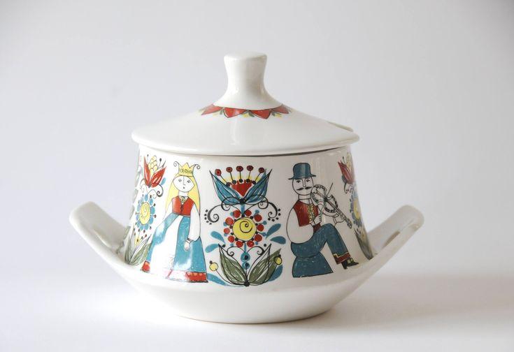 Turi Gramstad Oliver for Figgjo Flint, Norway. Saga Tureen - Vintage. Scandinavian modern