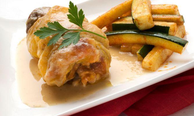 Receta de Muslos de pollo rellenos con calabacín salteado