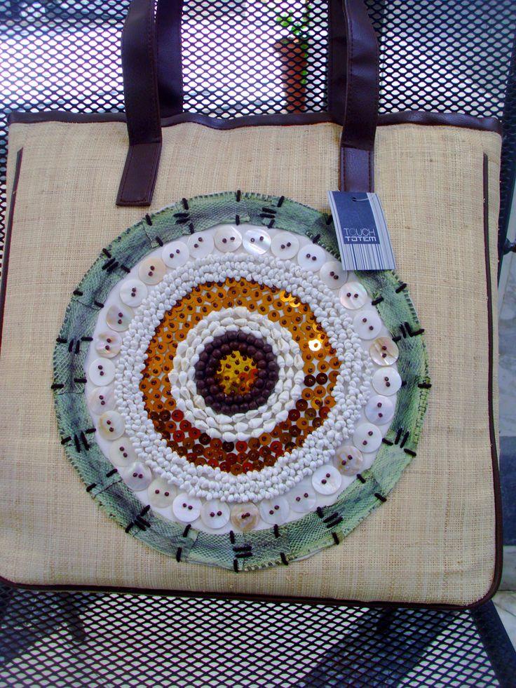 επώνυμη τσάντα touch totem με ραμμένα κοχύλια(32.00 από 40.00)σε κρεμ ζαχαρί