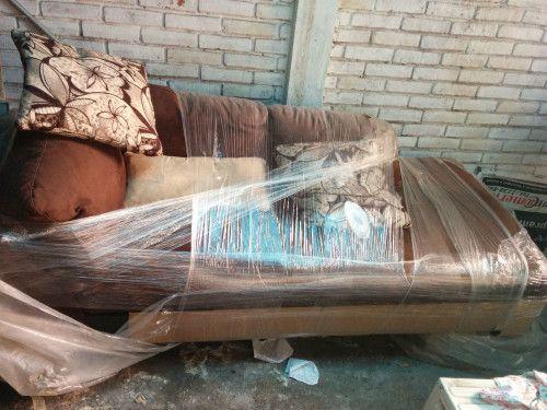 Vendo bonitos y nuevos muebles de sala, nunca usados, marca Boal, color cafe, grandes. Son 2 sillones, uno mediano y uno grande, compré junto a ellos unos cojines con plumas de ganso, si los...