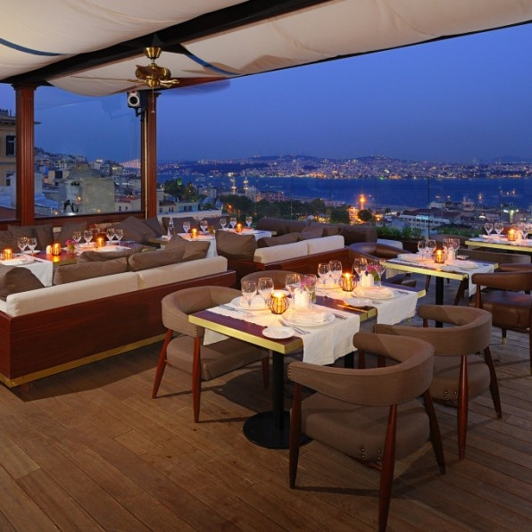 Georges_Hotel_Istanbul-Restaurant_Le_Fumoir_French_Cuisine_Terrace_At_Night