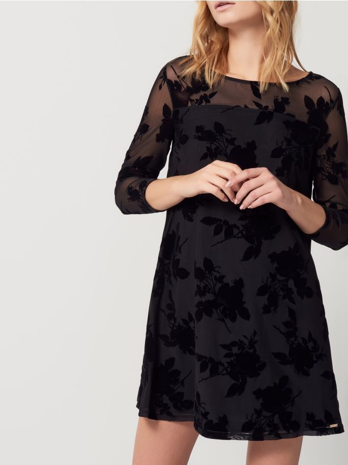http://www.mohito.com/pl/pl/collection/all/sukienki/rh777-99x/black-dress-with-flower-detail