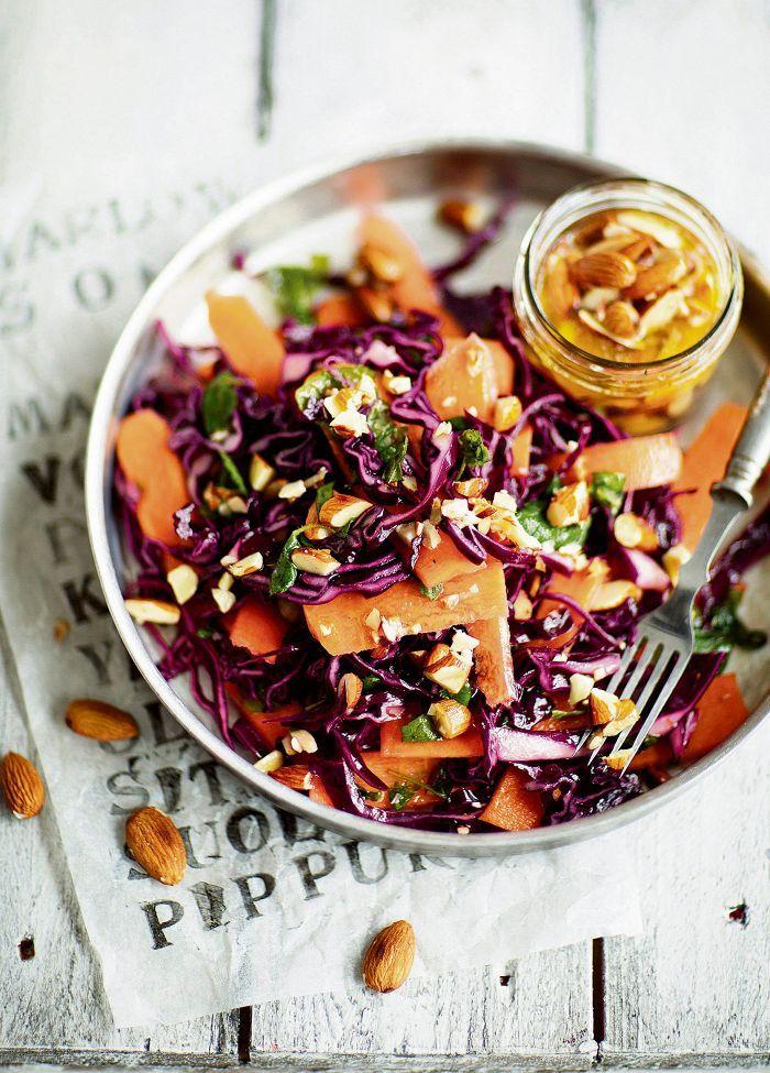 Lähes täydellisessä reseptissä raaka porkkana pyöräytetään paahdetun voisulan kanssa. Lopputuloksena syntyy rapean rouskuva alku- tai lisäkesalaatti, jossa porkkanan ja mantelin maut kietoutuvat taivaallisesti yhteen.