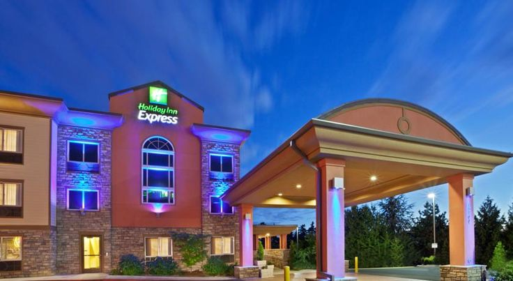 Holiday Inn Express Portland South - Lake Oswego Lake Oswego Located off Interstate 5 in Lake Oswego, Oregon, this hotel is 10 miles from downtown Portland. It features an indoor pool, a hot breakfast, and modern rooms with free Wi-Fi.