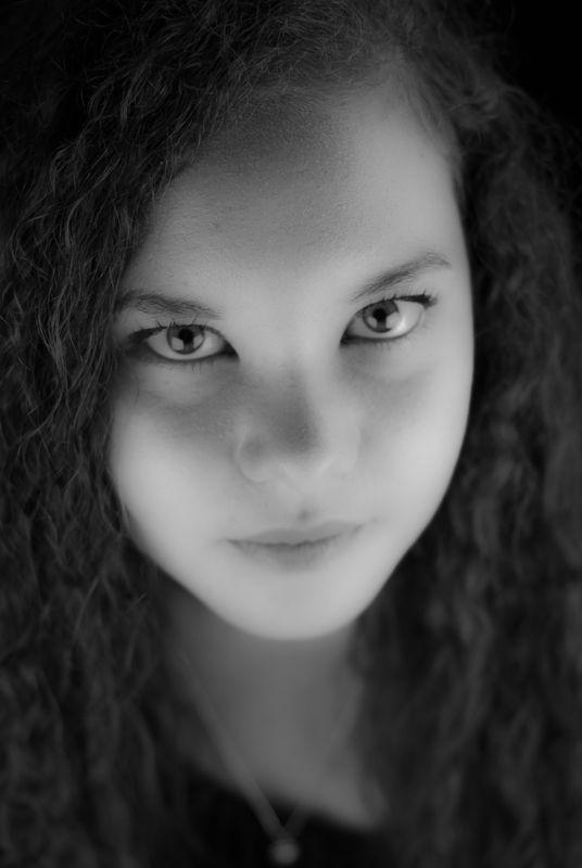 @fotografiesarina, girl, curls, shoot, photo, blackandwhite, make-up, photoshoot, studio, beauty, natural, wow