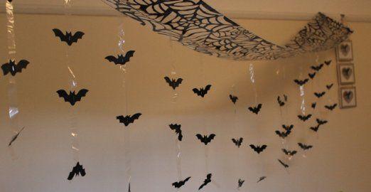 Halloween 3m Pipistrello Attacco - da parete Pipistrelli da Soffitto - pipistrello attacco Lamina soffitto Decorazione Da Appendere - 3m x 30cm