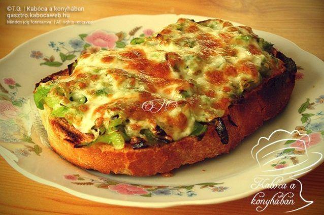 Póréhagymás-sajtos melegszendvics
