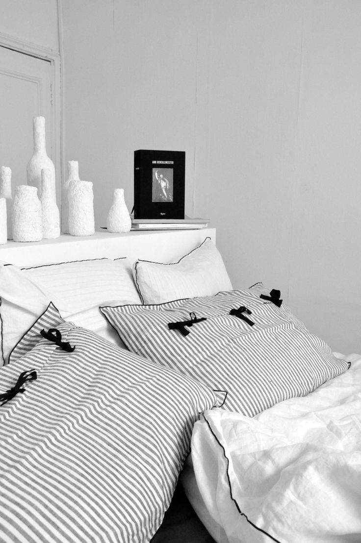 housse de couette en lin blanc le vestiaire de jeanne taies d oreiller en lin le vestiaire. Black Bedroom Furniture Sets. Home Design Ideas