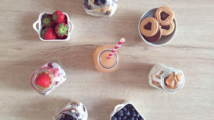 Little breakfast is cute, yogurt parfail, in jar, jar, fruits, breakfast, a mini version, recipe Bon Apetit ;)