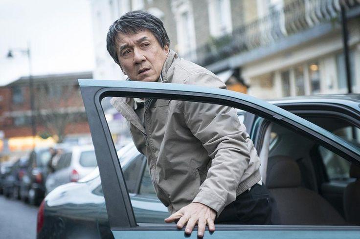Discret sur les grands écrans français, Jackie Chan est de retour dans le film d'action The Foreigner aux côtés de Pierce Brosnan.