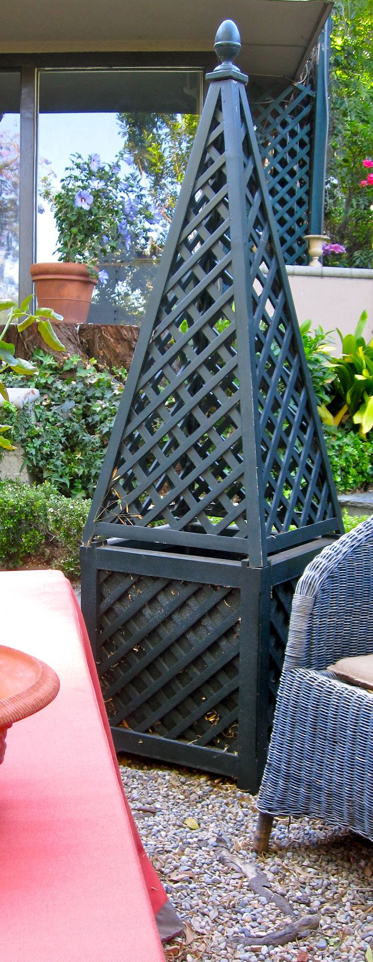 French tuteur trellis woodworking projects amp plans - I Like The Architecture These Obelisks Bring To The Garden From Interior Designs Decorating Garden Design Design Ideas