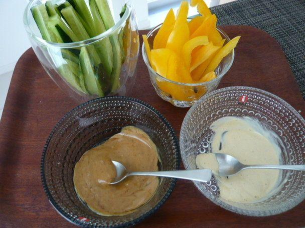 【nanapi】 はじめに著者の家ではこれが定番!甘いディップとピリッとした味のディップが楽しい2種類のディップで楽しむ「野菜スティック」の作り方を紹介します。材料(2人分)きゅうり1本パプリカ(黄色)1個(みそマヨディップ)マヨネーズ大さじ1献立いろいろみそ大さじ...