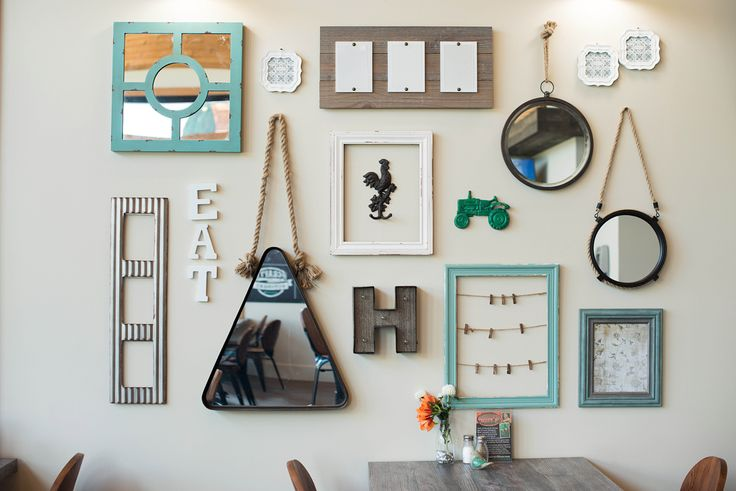 Love this mix of contemporary and rustic wall decorations!