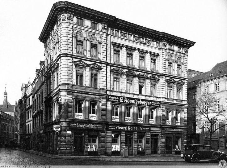 Skrzyżowanie ul. Kazimierza Wielkiego i Eugeniusza Gepperta, widoczna kamienica stała na środku obecnej trasy W-Z. 1929 r.