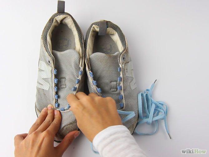 まずは靴紐を外しましょう!