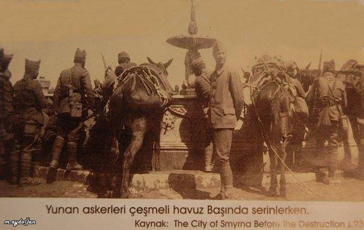 İzmirin işgalinde, Sarı kışla içindeki havuzda atlarını sulayan yunan askerleri