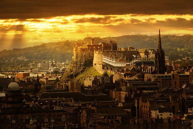 Вид сверху на Эдинбургский замок, Шотландия