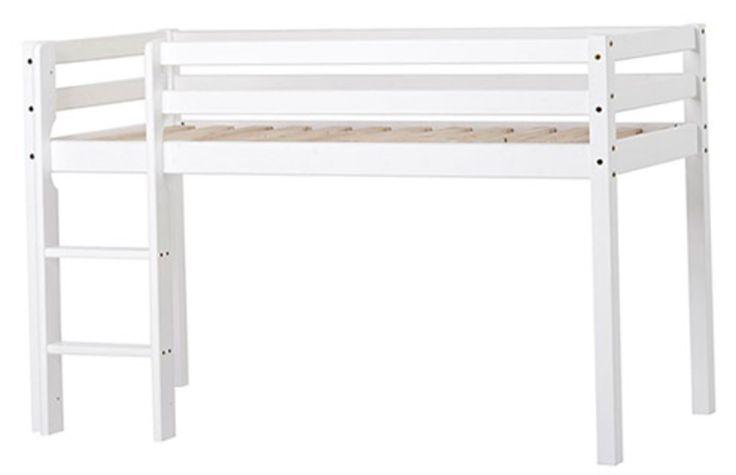 Hoppekids Miniloftseng Basic 70x160 cm er en fin og stabil køyeseng som gir ekstra plass for lek eller oppbevaring. Loftsengen er av høy kvalitet og laget av furu. Stigen kan plasseres på høyre eller venstre side av sengen. <br><br>Innermål/madrassmål:  B70 x L160 cm.<br>Yttermål: H105 x B78 x L168 cm.<br>Høyde fra gulvet til bunnen av sengen: 69 cm. <br><br>Materiale: Massiv furu.<br>Vekt: 26, 5 kg. <br>Farge: Hvit. <br><br>Sik... Kr 2099,-