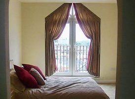 How to make curtains for apex windows