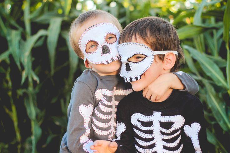 Finley and Oliver: DIY Skeleton Costume