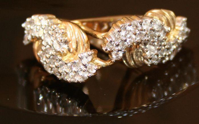 Briljant  geslepen diamanten oorringen met modern ontwerp ong. 0,65 Wesselton/SI