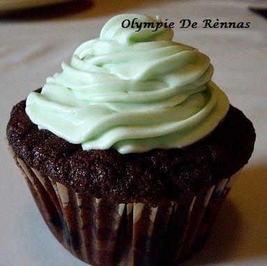 MERVEILLEUX et si LEGER CUPCAKE CHOCOLAT / MENTHE - La recette : http://www.unamourderecettes.com/2012/03/cupcakes-after-eight.html