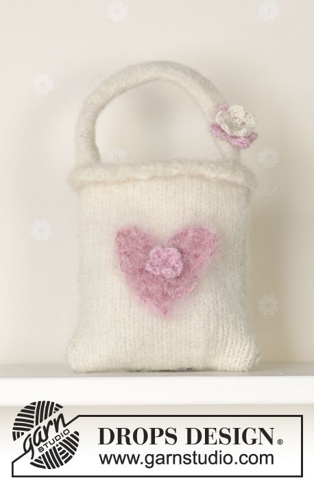 Felted bag in Alaska Free pattern by DROPS Design.