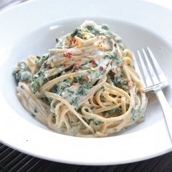 SKINNY FETTUCCINE ALFREDO TWO WAYS. WHAT ELSE COULD YOU REALLY ASK FOR?