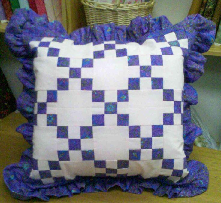 irish chain pillow sham - site also has twin quilt pattern & 18 best quilt patterns images on Pinterest | Free pattern Quilt ... pillowsntoast.com