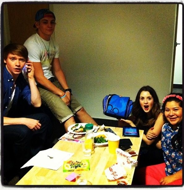 Calum Worthy, Ross Lynch, Laura Marano And Raini Rodriguez Together I wanna hang out with them soooo bad