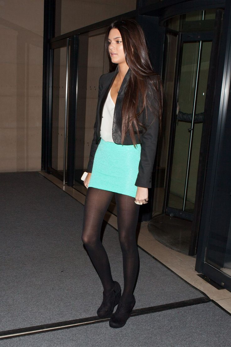 Kendall Jenner in pantyhose - http://stockings-celebs ...