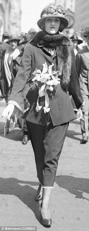 16 Apr 1922 ---  Easter Sunday on Fifth Avenue. Evelyn McManus.... http://dailym.ai/1r5HRvm#i-a6b20e46