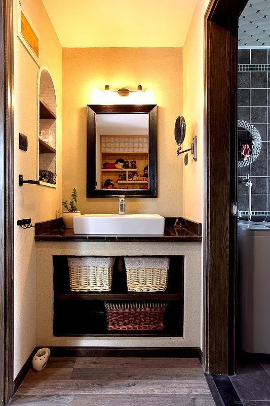 Más adecuado para los jóvenes de bajo perfil o decoración cuarto de baño pequeño anciano