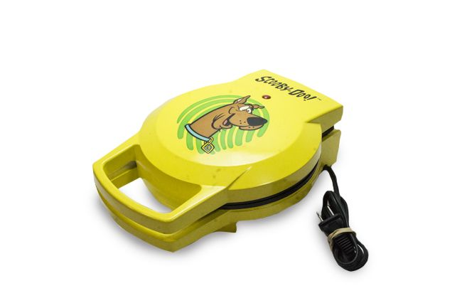 Scooby Doo Retro Waffle Maker Now On Online Goodwill Auction Ends Sunday Dec 3 Waffles Maker Goodwill Online Scooby Doo